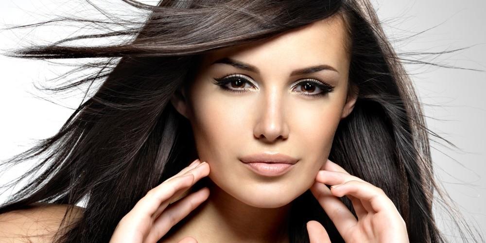 Pryč sčepicemi! Sedm kroků pro krásné vlasy